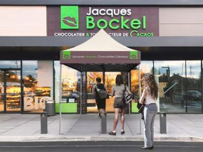 abri de file d'attente devant la chocolaterie Jacques Bockel